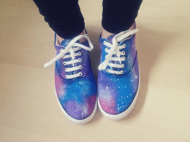como-pintar-unas-zapatillas-de-galaxia4