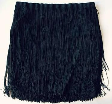 como-transformar-una-falda-lisa-en-una-con-flecos-sin-costuras7