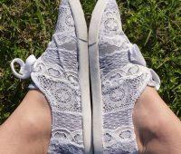 Decorar tus zapatillas con tela de encaje