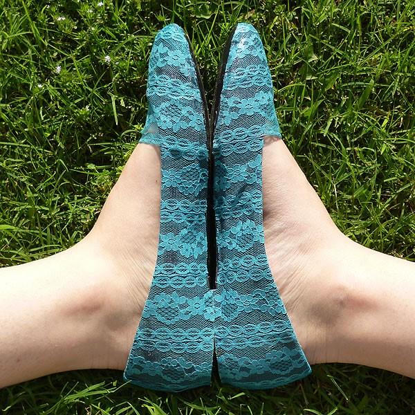 decorar tus zapatillas con tela de encaje4