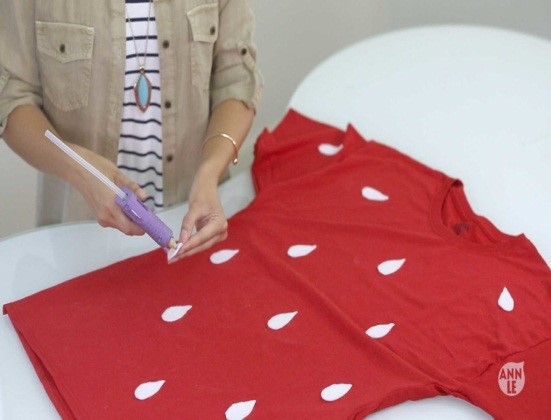 como-transformar-una-camiseta-en-un-disfraz-de-halloween4