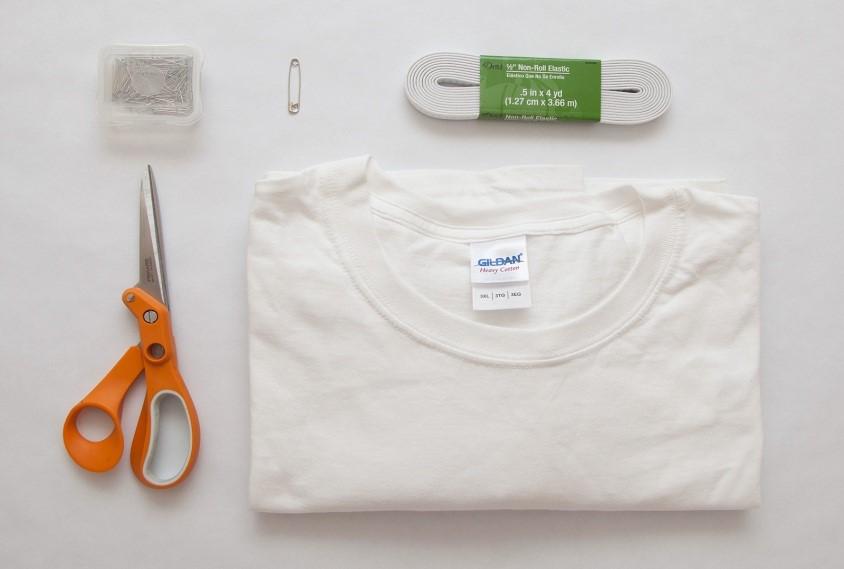 como-hacer-un-vestido-hombros-caidos-con-una-camiseta-extra-grande2