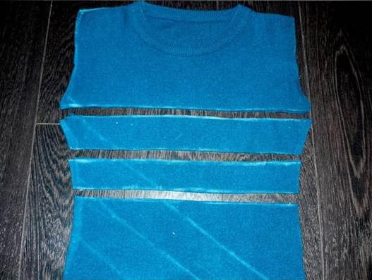 Como hacer un vestido ajustado con un par de camisetas3