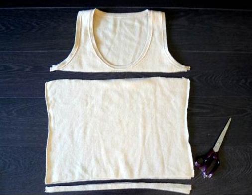 Como hacer un vestido ajustado con un par de camisetas4