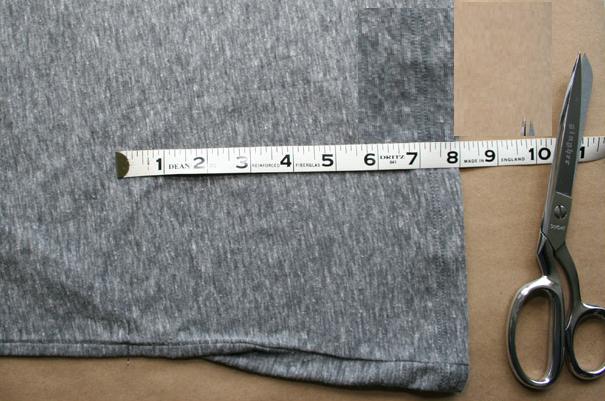 como-hacer-un-vestido-de-volados-con-dos-camisetas3