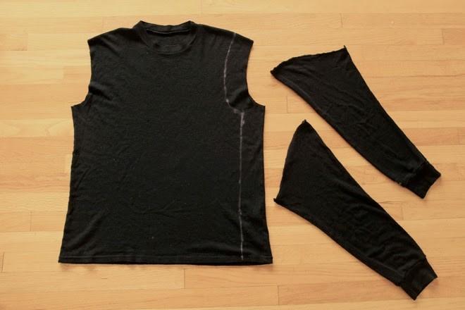 Como hacer una camiseta de cuero con mangas recicladas3