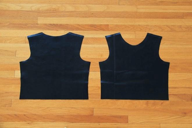 Como hacer una camiseta de cuero con mangas recicladas4