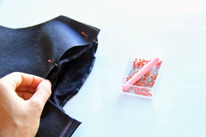 Como hacer una camiseta de cuero con mangas recicladas6
