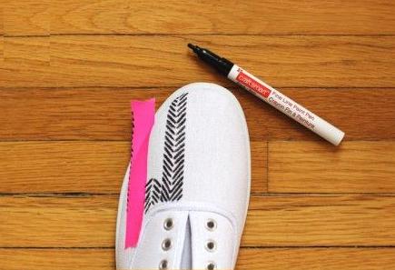 Como renovar zapatillas con marcadores permanentes3