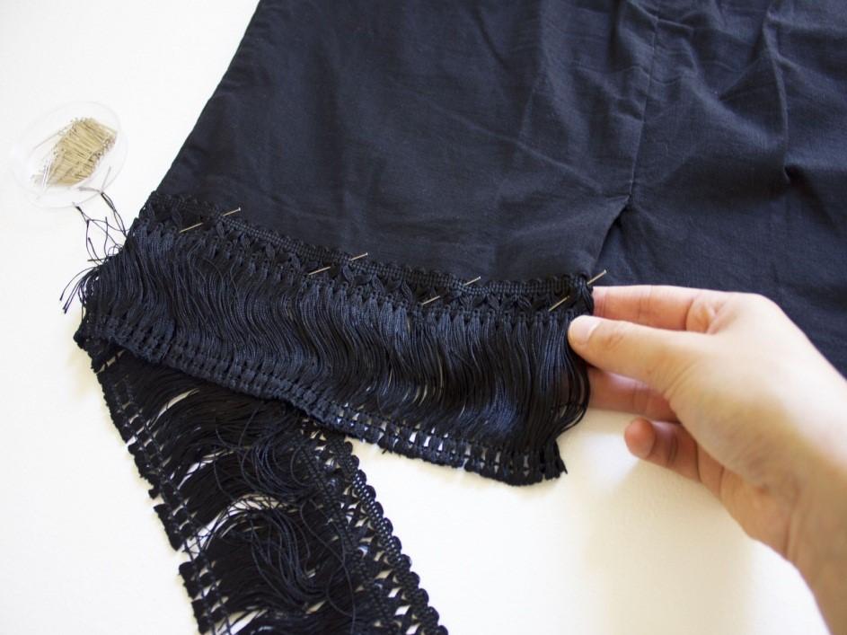 Como renovar faldas lisas con textura asimetrica de flecos5