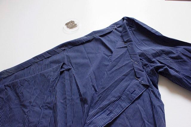 Como transformar una camisa de hombre en una blusa mangas asimétricas6