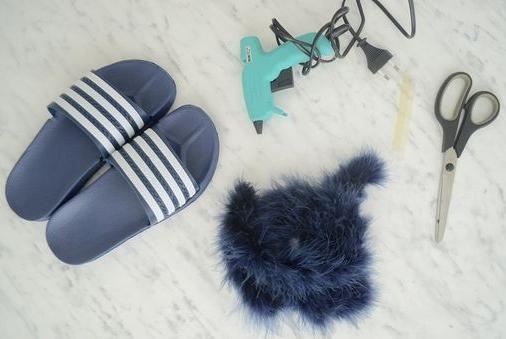 Como personalizar sandalias plásticas para usar en casa2