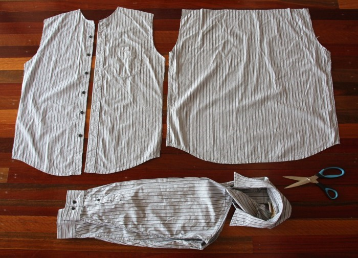 Como transformar camisas en shorts para niños 3