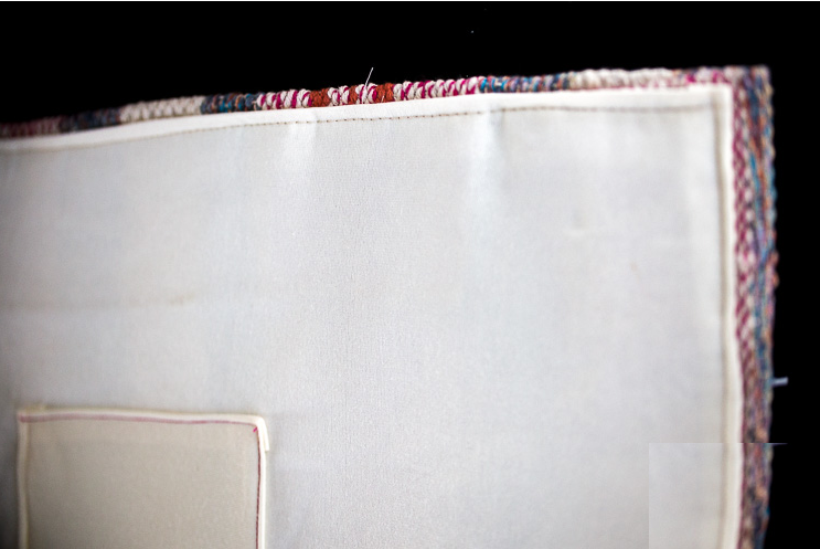 Como transformar un tapete en un bolso de mano en menos de 10 minutos3