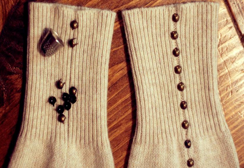 Como hacer calcetines de arranque con sueters reciclados3