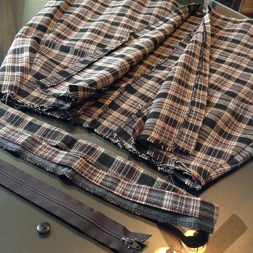 Como hacer chals cuello bebé con faldas escocesas recicladas3