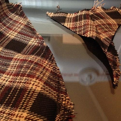 Como hacer chals cuello bebé con faldas escocesas recicladas7