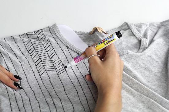 Como transformar camisetas en tops personalizados3