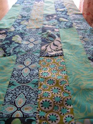 Como hacer bufandas preciosas con retazos de tela reciclados3