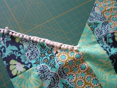 Como hacer bufandas preciosas con retazos de tela reciclados5
