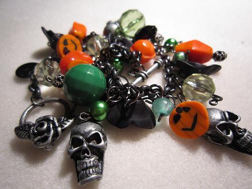 Pulsera de Halloween con miniaturas