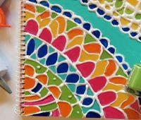 Adornar tus cuadernos de clases con esmalte